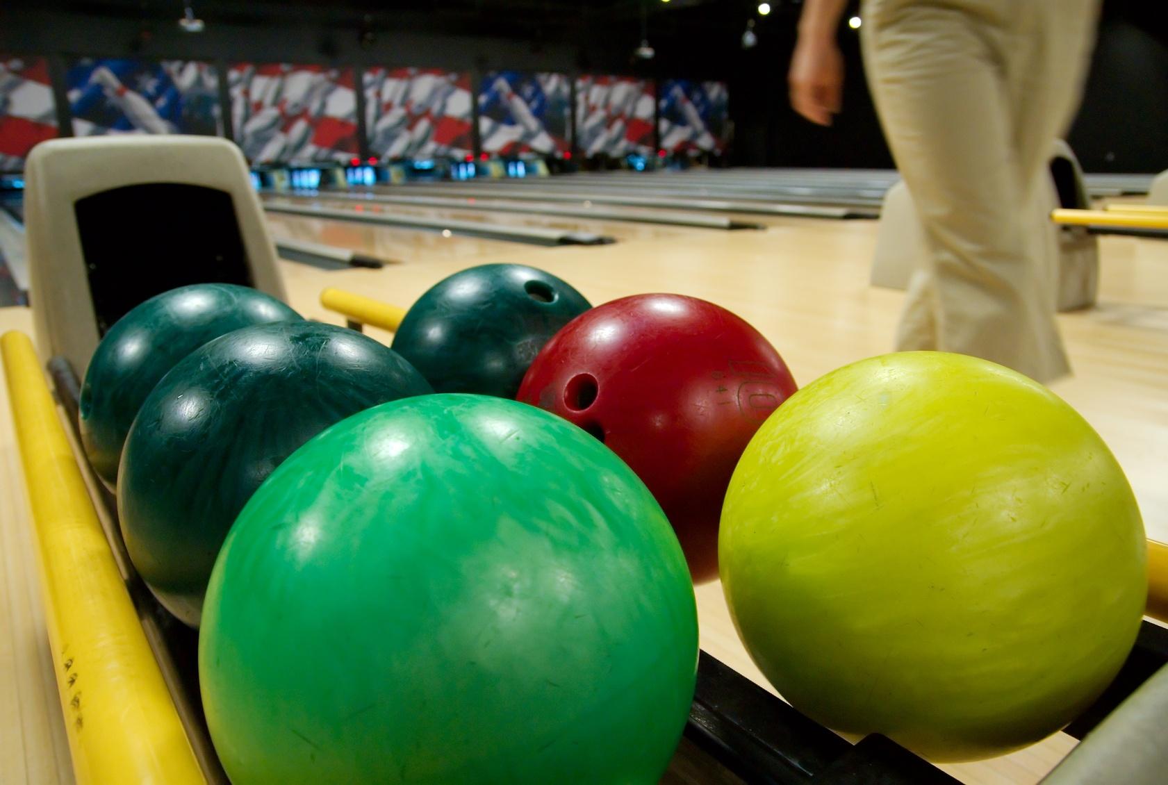 bowling schieben sie eine ruhige kugel beim muskelaufbau fitness magazin. Black Bedroom Furniture Sets. Home Design Ideas